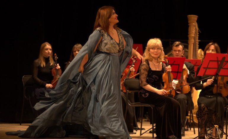 Большие гастроли большой оперной дивы: Вероника Джиоева выступила в Хабаровске