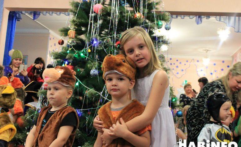 Человек-паук против Зайца: в какие костюмы хабаровчане наряжают детей на Новый год