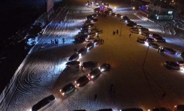Новогодняя елка из сотни автомобилей выросла в Хабаровске