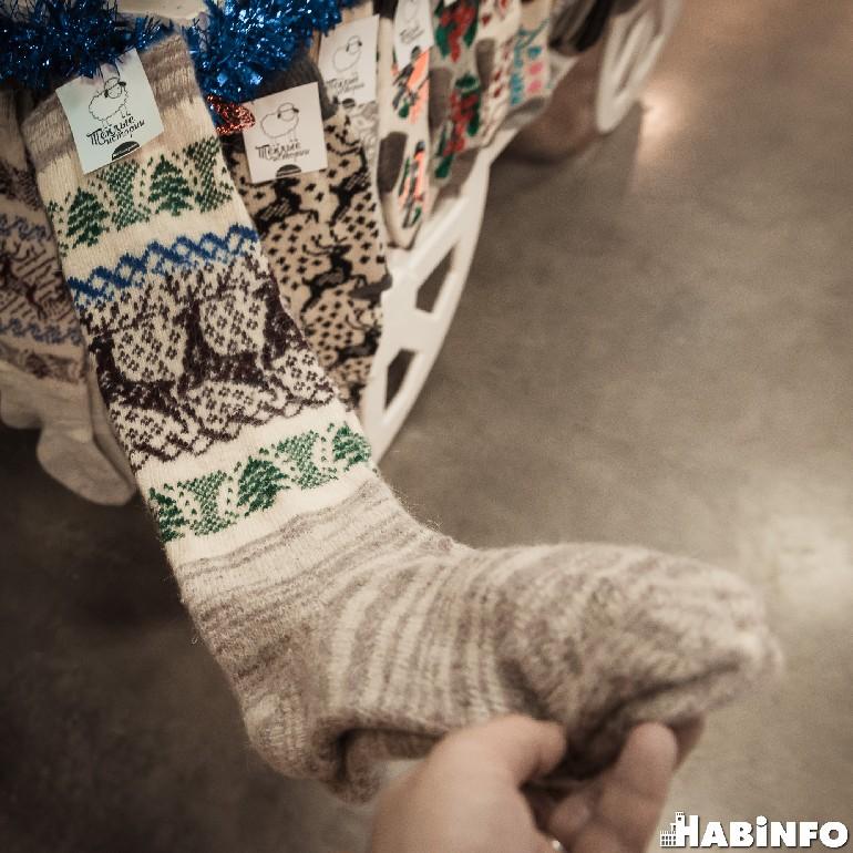 что подарить коллегам новый год носки