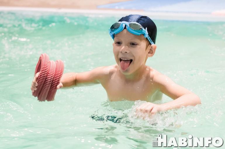 куда отдать ребенка на плавание
