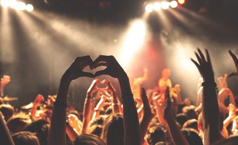 Концерты в феврале: британская поп-группа, орган, джаз и обозреватель сайта «Медуза»
