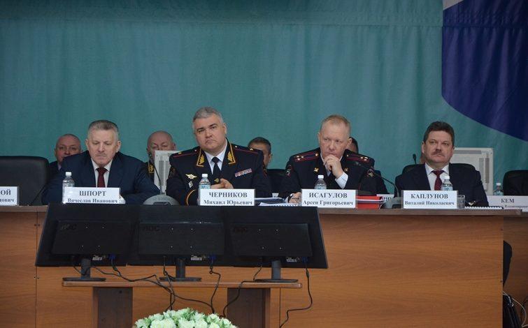 Кортик для губернатора: Вячеслава Шпорта вооружили