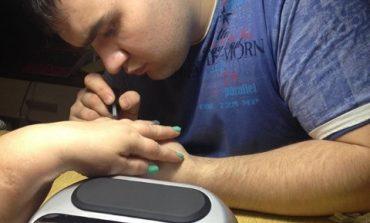 Мужчина-маникюрщик в Хабаровске: подробно о своем хобби