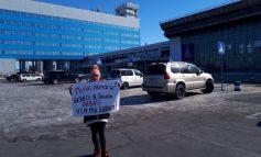 """Путин, помоги!"" - с таким плакатом хабаровчане ждали приезд президента"