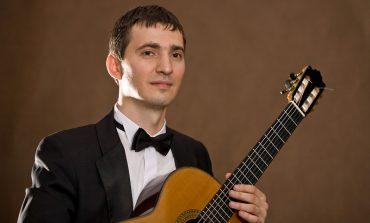 Вивальди на гитаре: виртуоз Айнур Бегутов выступил в Хабаровске