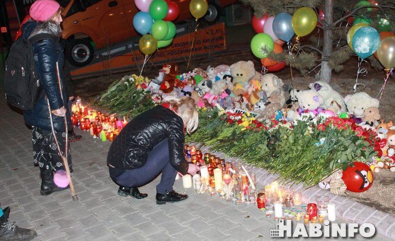 Простите нас, дети: сотни хабаровчан почтили память погибших в Кемерово