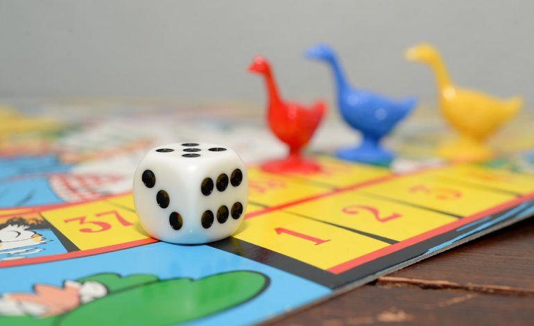Игры с надувным Валерой и Башня для взрослых: «настолки» для любой компании