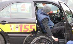 Таксистов в Хабаровском крае заставят возить инвалидов-колясочников