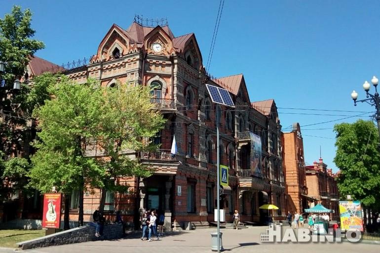 здание часами хабаровск