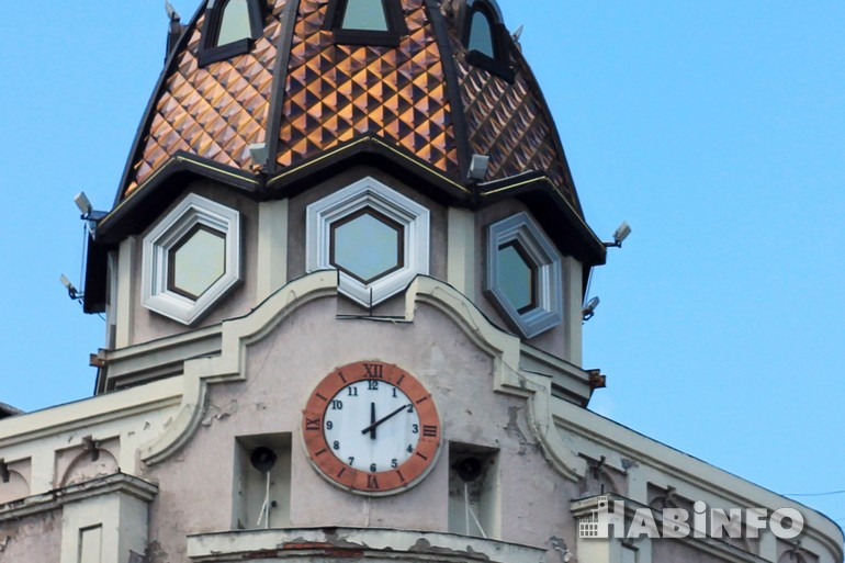 часы здание цум хабаровск куранты фото хабинфо habinfo.ru