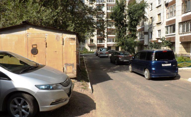 Дворовое ралли: хабаровские жильцы безуспешно борются с проезжими автомобилистами