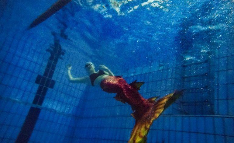 Девушка-русалка в Хабаровске. Она одна такая!