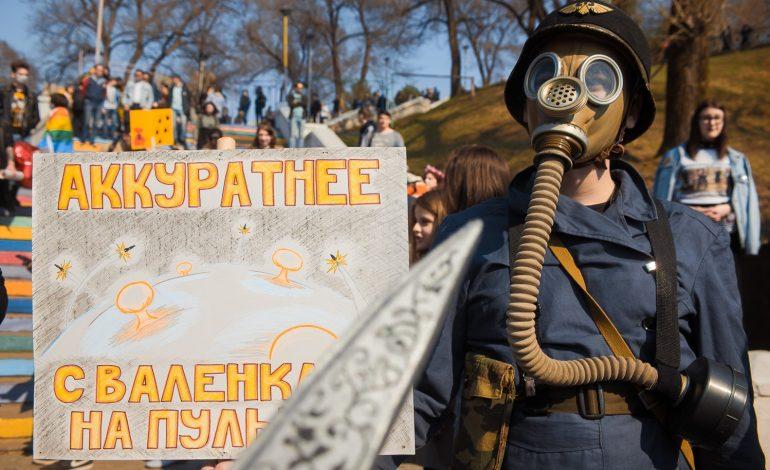Стоило ли переживать? Ищем призывы к революции в лозунгах Монстрации 2018 в Хабаровске