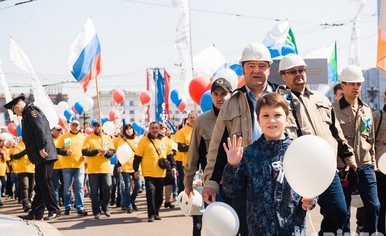 «Зарплату гражданским в армии на новый уровень!» — лозунг первомайского шествия в Хабаровске