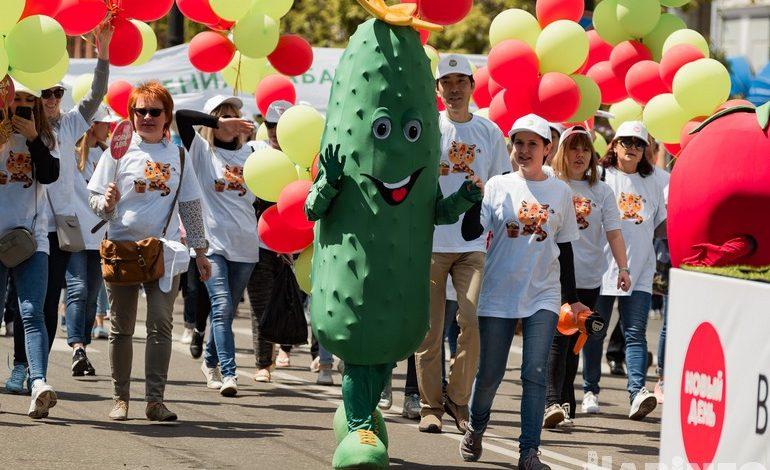 Яркие и необычные костюмы: праздничное шествие удивило хабаровчан