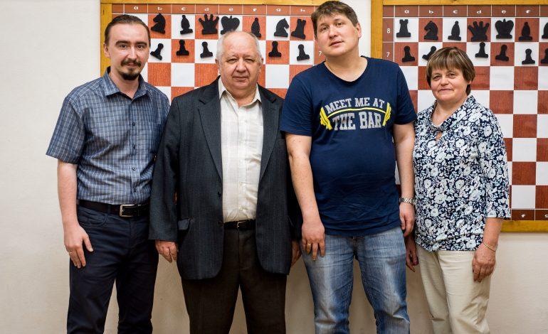 Международный гроссмейстер Дмитрий Кряквин показал мастер-класс хабаровским шахматистам