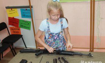 Зачем восьмилетней Кате автомат Калашникова?