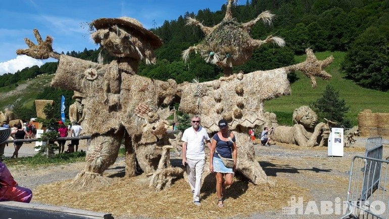 Хабаровский художник Сергей Логинов о фестивале соломенной скульптуры во Франции