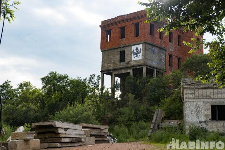«Башня Инфиделя»: селфи с пятитысячной купюрой и самый популярный недострой Хабаровска