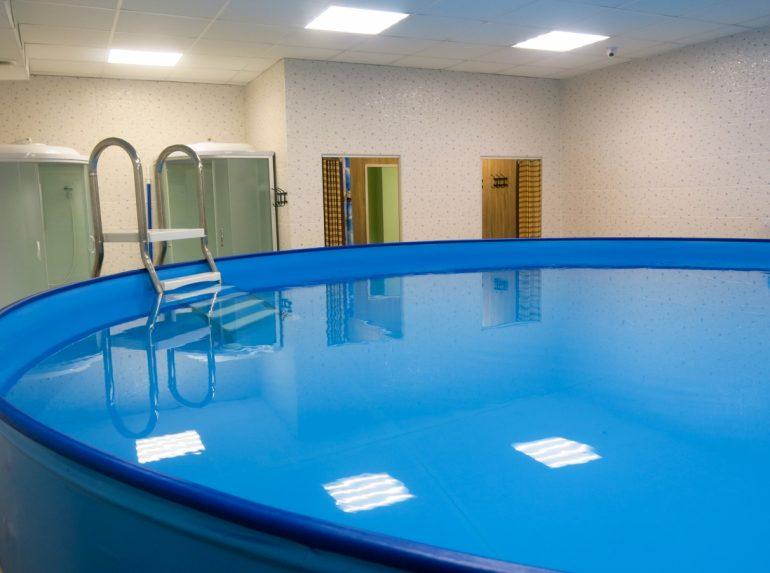 Плавать раньше, чем ходить: выбираем центр грудничкового плавания в Хабаровске