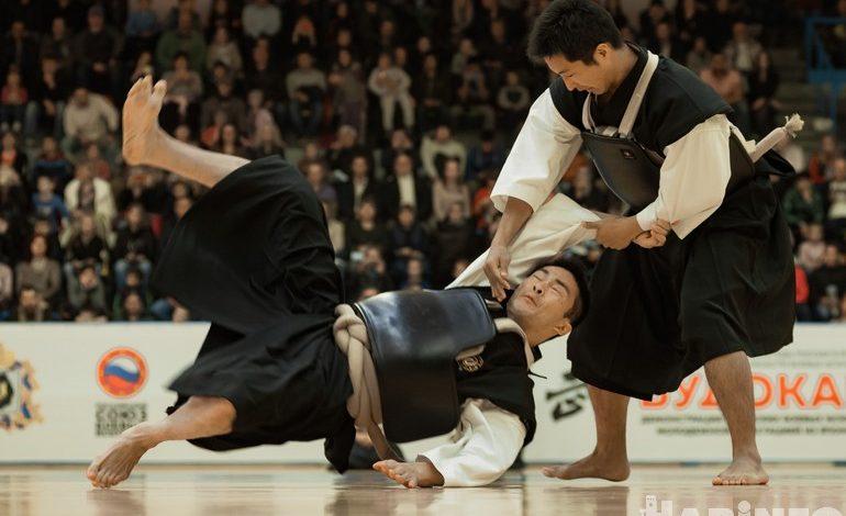 Мастера сумо и других боевых искусств японского дома «Будокан» выступили в Хабаровске
