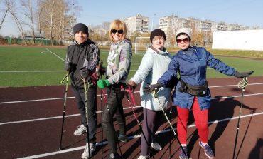 С палками по-жизни: для кого подходит скандинавская ходьба
