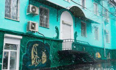 """Арт-объект, или """"Цветастое убожество"""": хабаровчане обсуждают расписной дом на Калинина"""