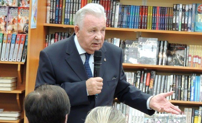 Явление Ишаева: хабаровские читатели просили писателя помочь губернатору