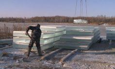 Как «готовят» лёд для новогодних скульптур