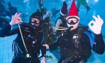 Новый год с аквалангом: дайверы отметили праздник на трехметровой глубине