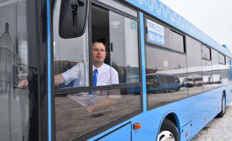 Водители хабаровских автобусов примеряют новую униформу