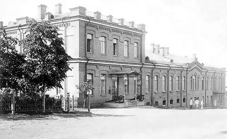 Военное собрание: биржа труда, народный университет и штаб японской дивизии