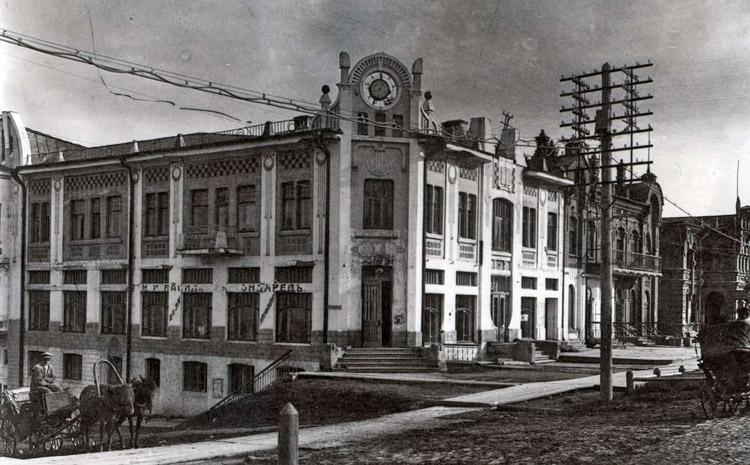 Легенды дома Кровяковых: магазин, типография, ТЮЗ
