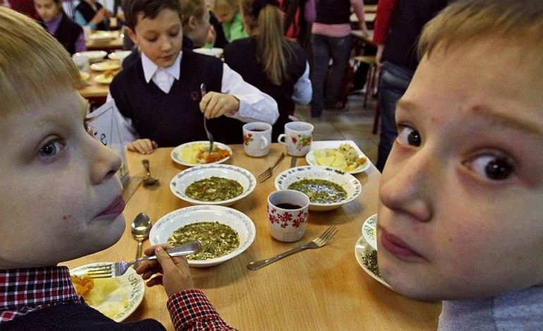 Школьные столовые Хабаровска: сосиски для богатых и макароны для бедных