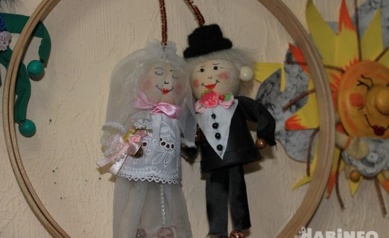 Пенсионеров и их внуков научат паять и делать кукол