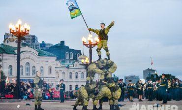 Добавили огоньку: спецназовцы устроили пальбу на параде-дефиле фестиваля «Амурские волны»