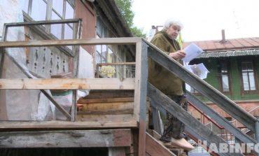 Городские депутаты отказали хабаровчанам в ремонте аварийной лестницы