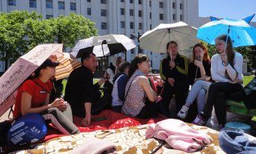 Сиротам, устроившим голодовку, предоставили временное жилье