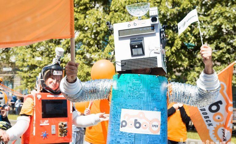 Роботы и мифические твари: самые яркие костюмы шествия на День города