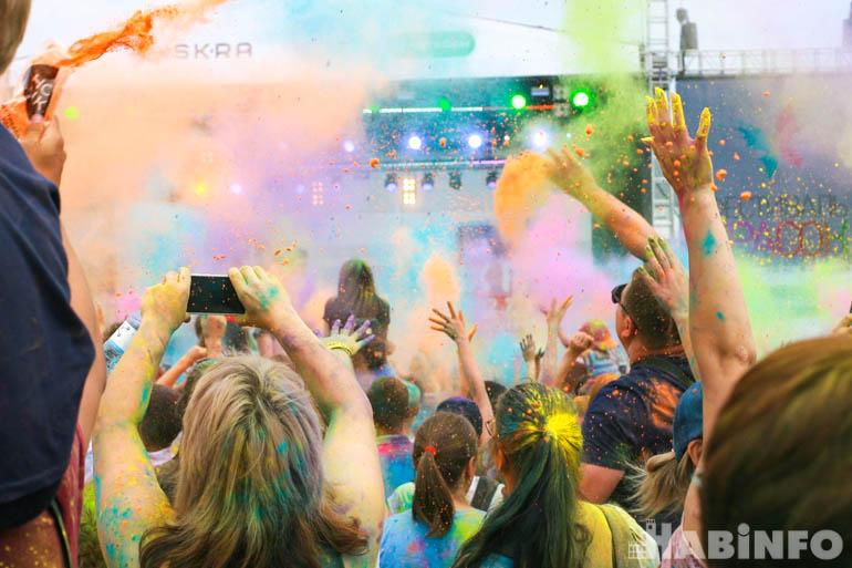 Пять тонн порошка: взрывной фестиваль красок прошёл в Хабаровске