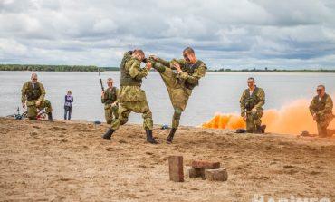 С макаронами по-флотски и Викой Цыгановой: День ВМФ отметили в Хабаровске