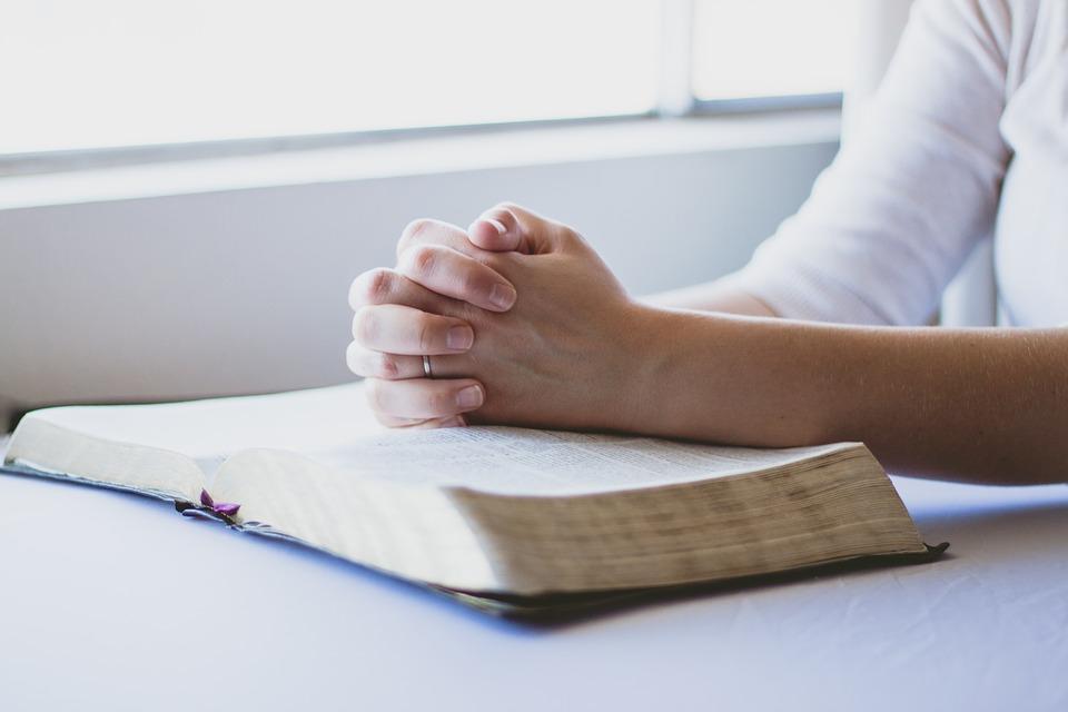 В поисках пути: крещение – «прививка» от бед или дорога к налаживанию жизни?