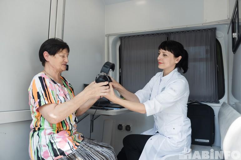 Акция «Шаги здоровья»: как понять, что вам пора проверить слух