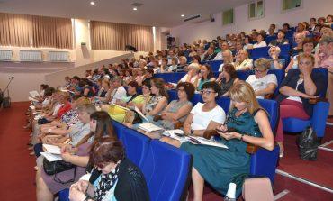 Назад в будущее: в Хабаровске прошёл августовский педсовет