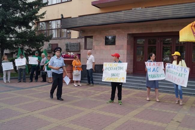 Выборы для всех: хабаровские эсеры пикетировали краевую Закдуму