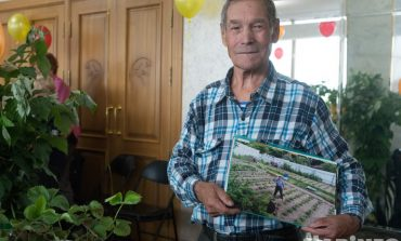 Как хабаровский пенсионер овраг в ягодный рай превращал