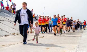 Пробежка с чемпионом: как в Хабаровске отметили День физкультурника