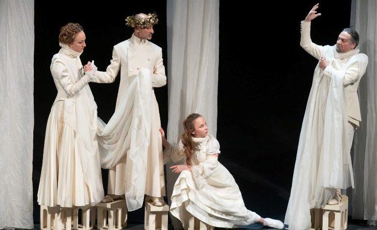 Под маской золотой: гастроли восьми театров осенью пройдут в Хабаровске