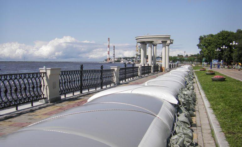 На гребне волны: в Хабаровске возводят километровую водоналивную дамбу